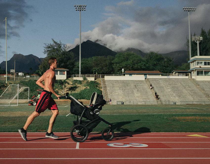 Sport zusammen mit dem Baby
