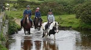 Reiten in der herrlichen Landschaft von Bodmin Moor, Cornwall