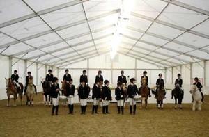 Wir spielen auf reinen Naturtonfanfaren traditionelle Reiter- / Kavalleriemärsche.