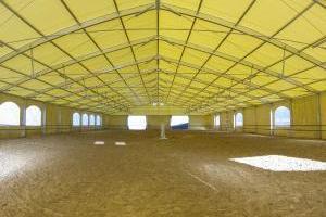 Reitstall, Pferdestall in Leichtbauweise als großes Hallenzelt
