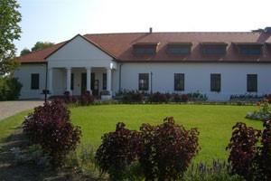 Willkommen im Sarlspuszta Club Hotel in Ungarn