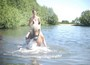 Ein sommerliches Bad mit dem Pferd